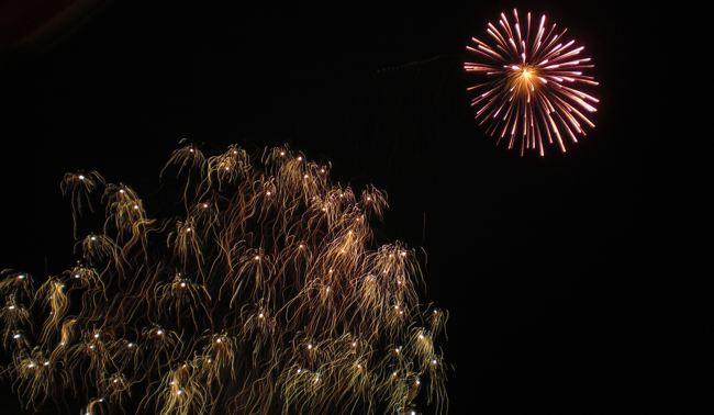 Feuerwerk zu Silvester auf der Insel Cabilao, Philippinen