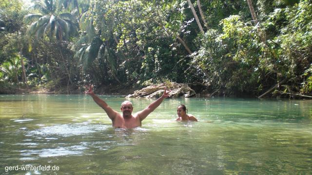 Ein erfrischendes Bad mitten im Dschungel