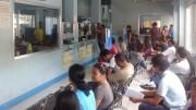 Warten auf den Führerschein auf dem philippinischen Straßenverkehrsamt (LTO)